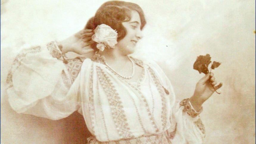 fata-din-braila-in-costum-popular-1920