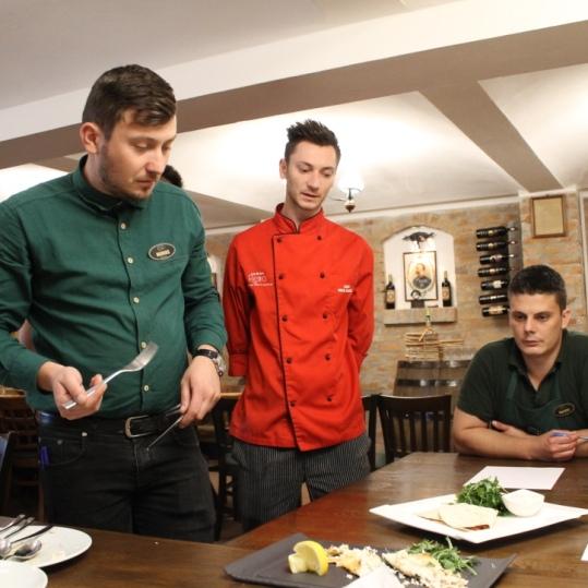 Degustarea meniului este esentiala pentru echipa de ospatari